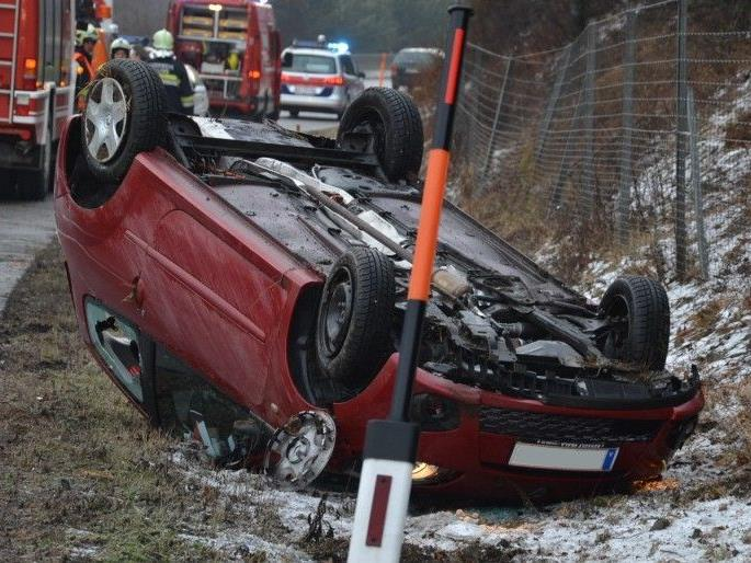Nach einem Unfall auf der A21 wurde die Autobahn für eine Stunde gesperrt.