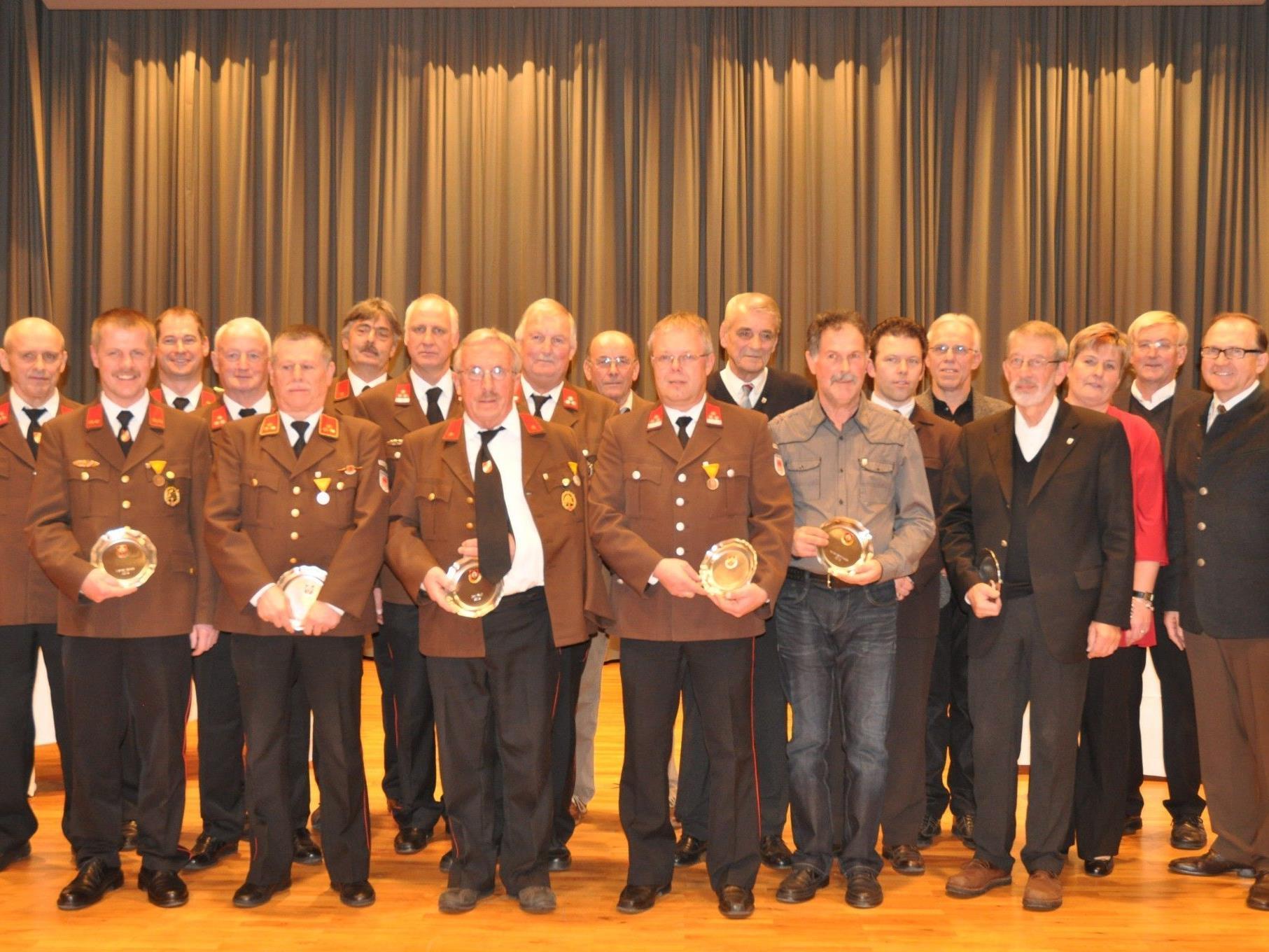 Viele ehrenamtliche Funktionäre wurden seitens der Gemeinde Röthis für ihre tollen Leistungen geehrt.