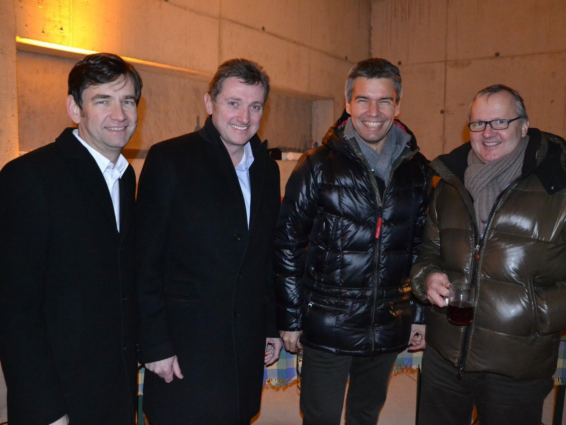 (v.l.) Wolfgang Rüf (Prisma), Architekt Gerhard Aicher, Egon Hajek (Prisma) & Peter Dönz (Bau Consult Dönz)