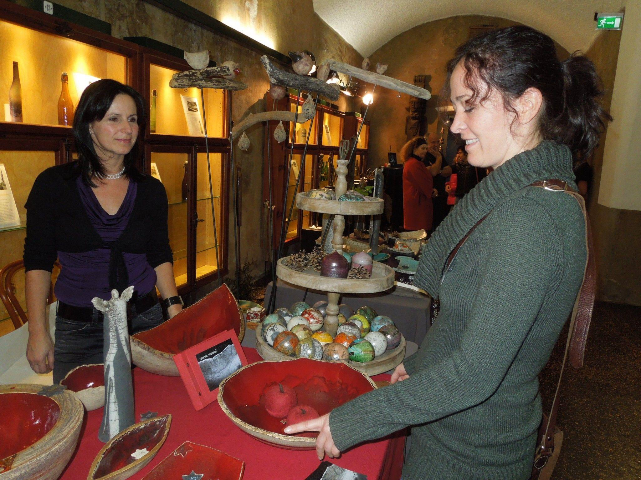 Die Kunstausstellung im Mohrenkeller war auch heuer wieder gut besucht und sorgte für vorweihnachtliche Stimmung.