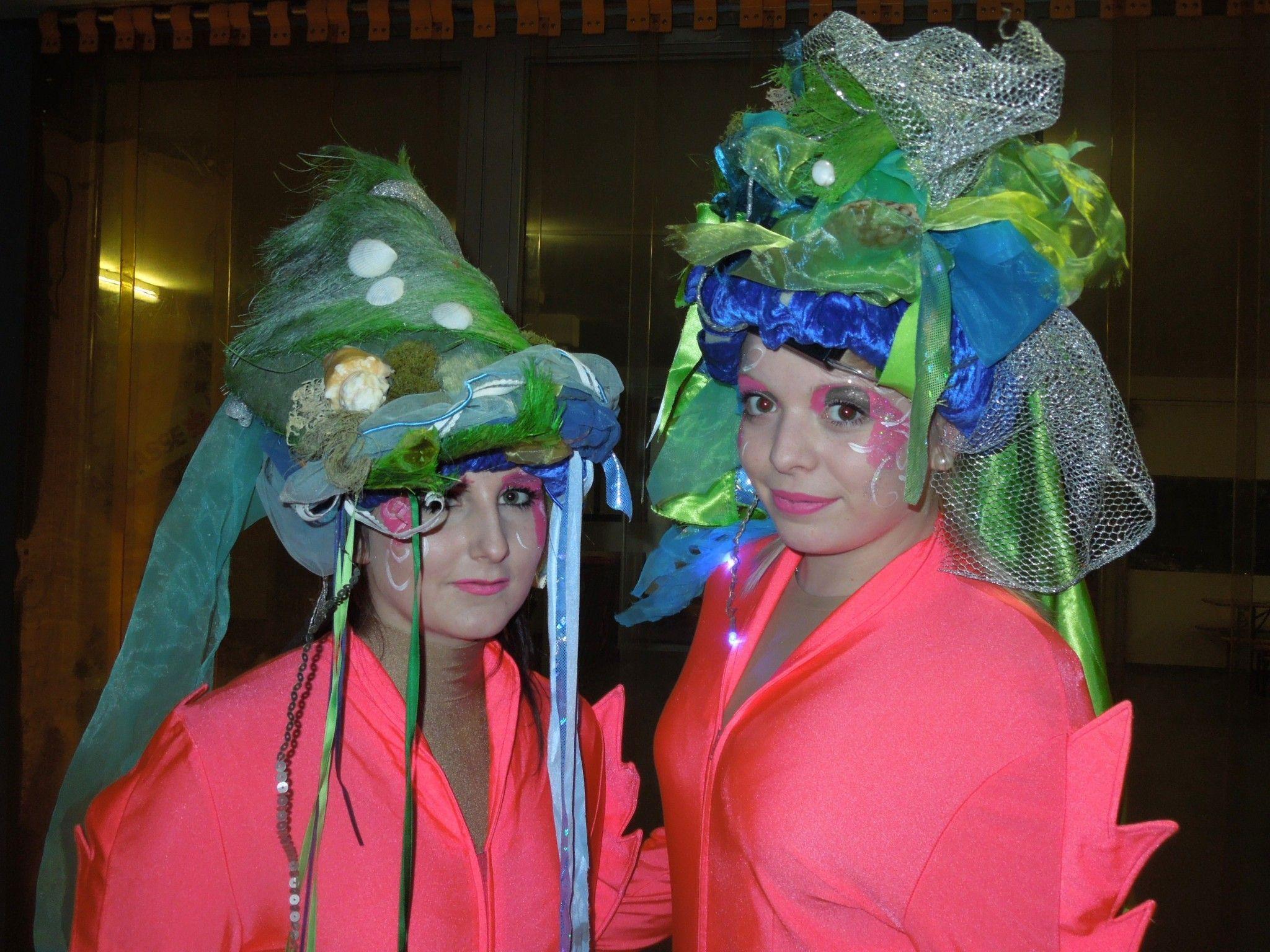 Anna und Linda vom Eislaufverein Dornbirn warteten etwas aufgeregt auf ihren Auftritt bei der 9. Eisgala im Messestadion.