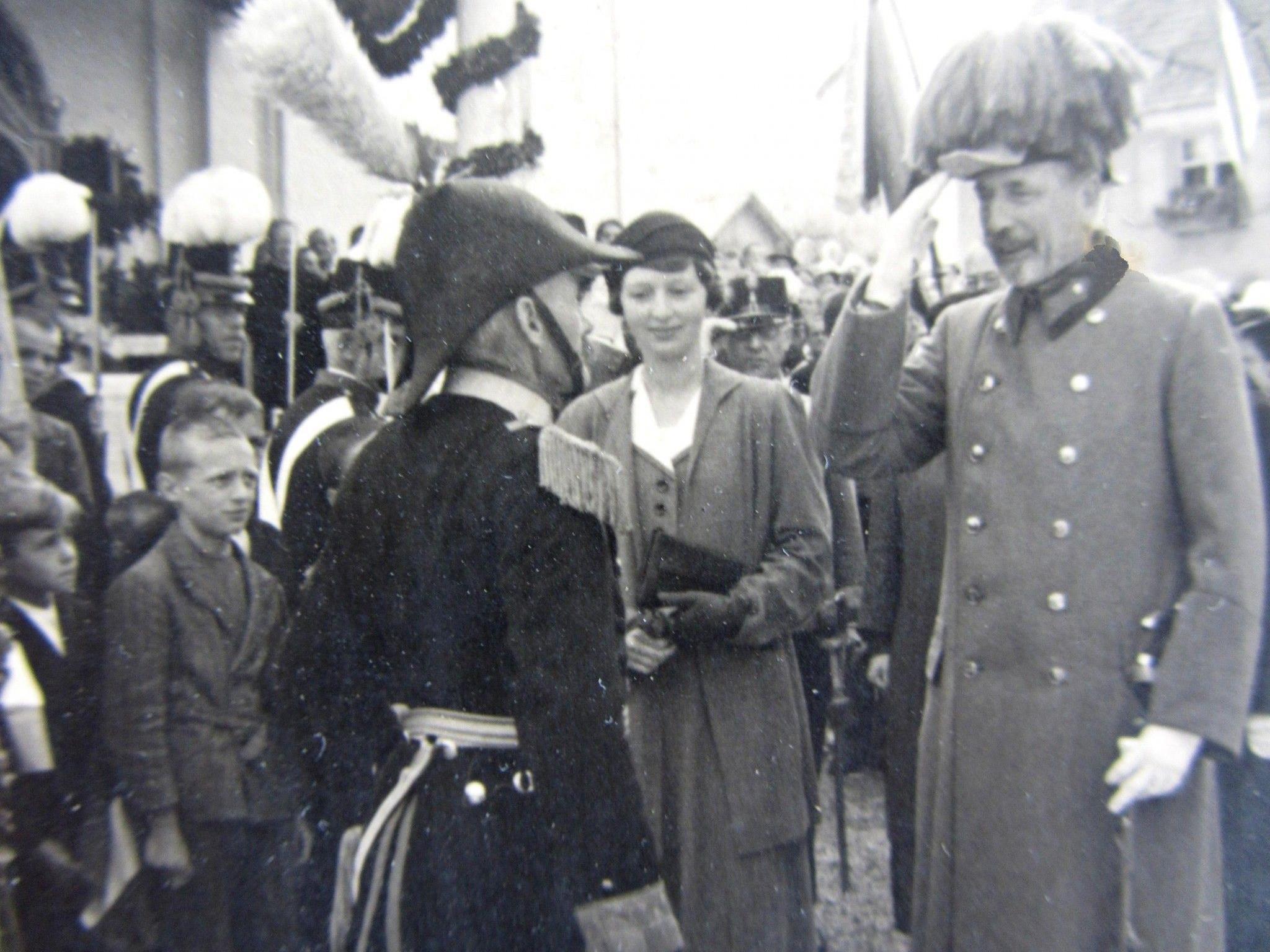 EHZ Eugen im Gespräch mit dem Hörbranzer Schützenhauptmann Sohler
