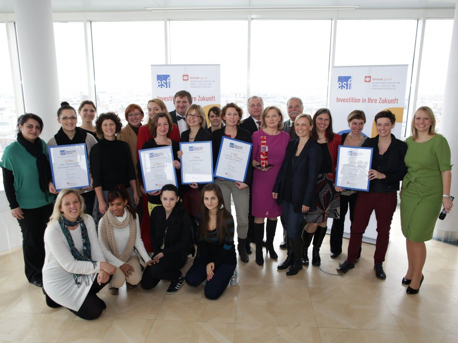 FEMAIL-Projekt beruf:pflege wird mit dem 2. Preis des ESF-Innovationsaward 2012 ausgezeichnet