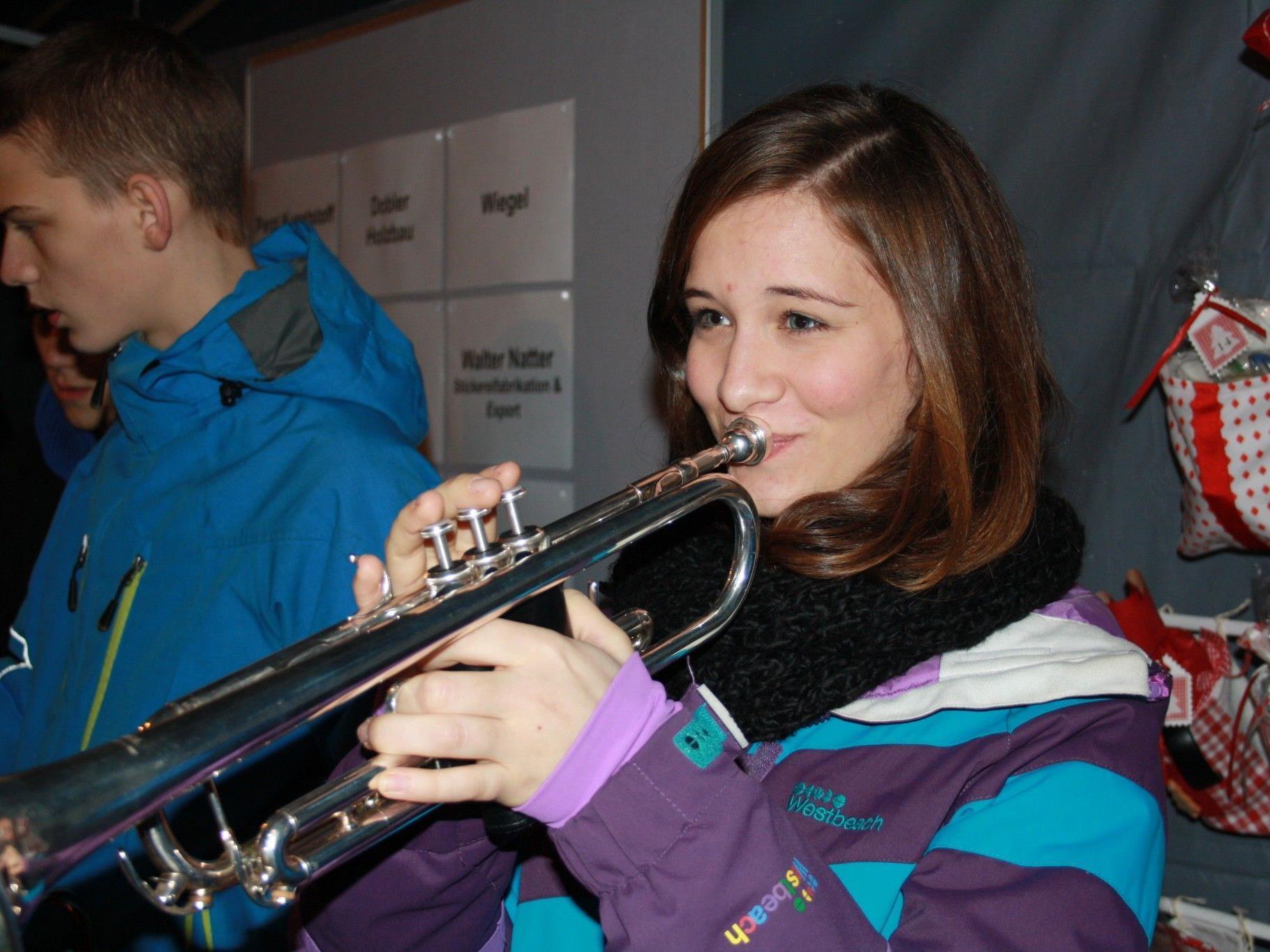 """Weihnachtliche Klänge im swingenden """"Concordia Sound"""" von der Jugendmusik erfreuten alle."""