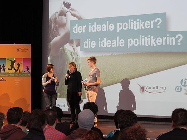 Die Jugendlichen nutzten die Gelegenheit Vorarlbergs PolitikerInnen auf den Zahn zu fühlen.