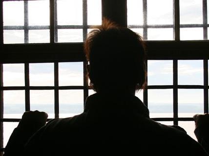 Ein Langzeit-Häftling klagt die Republik Österreich