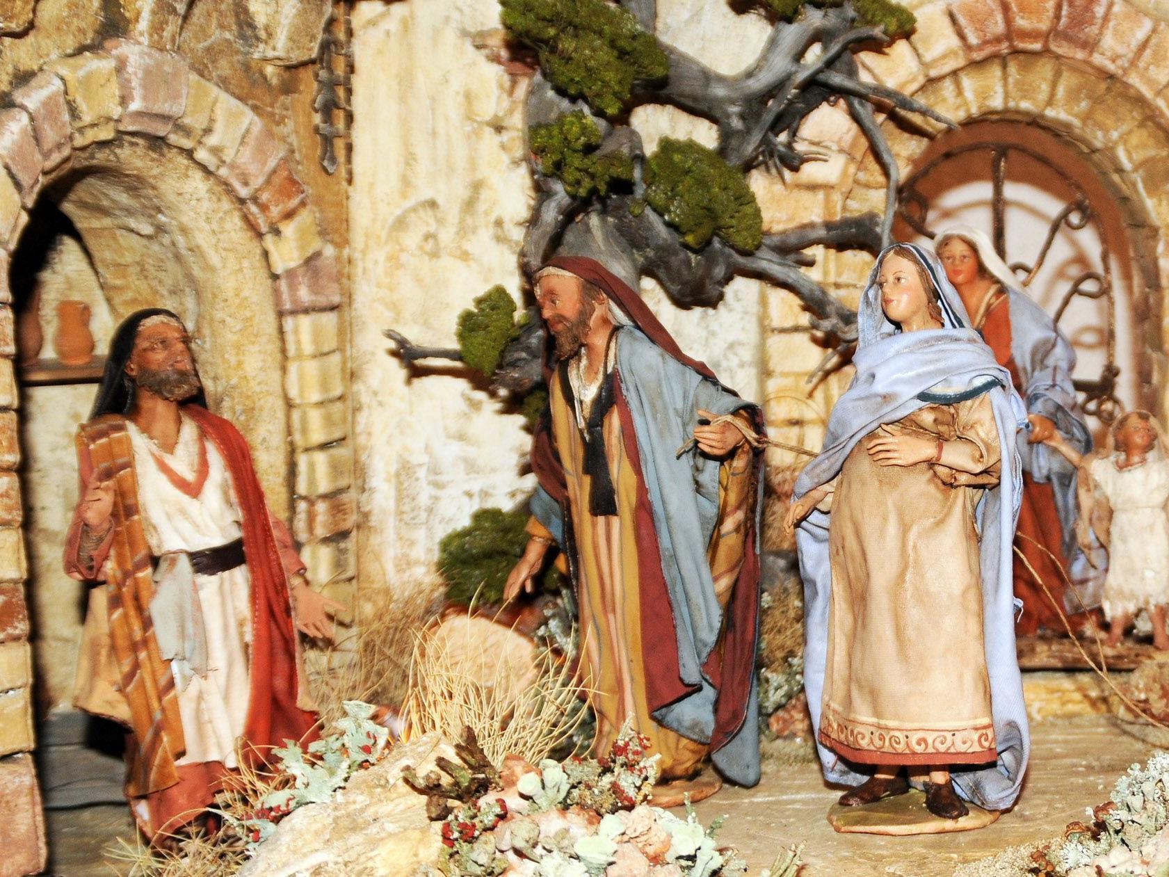 Herbergssuche – eher seltene Darstellung einer noch schwangeren Maria