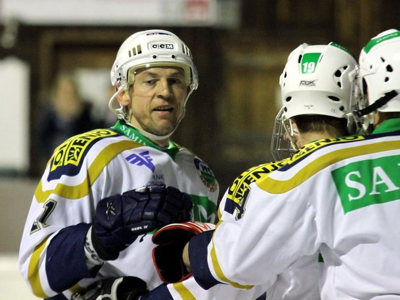 Spielt Tomas Kucharcik oder muss er verletzungsbedingt passen? Erst vor Beginn entscheidet sich ein Einsatz.
