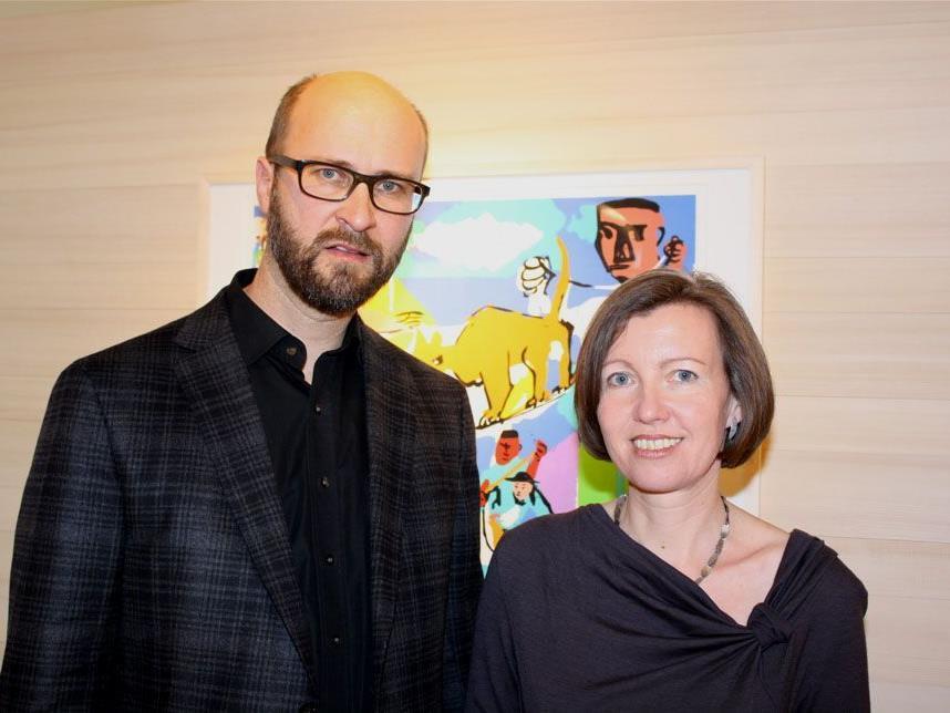 Gertrud und Markus Faißt laden zur Eröffnung der neuen Ausstellung.