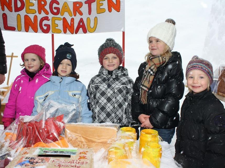 Die kleinen Verkäufer vom KIndergarten freuten sich über das große Interesse an ihren Arbeiten.