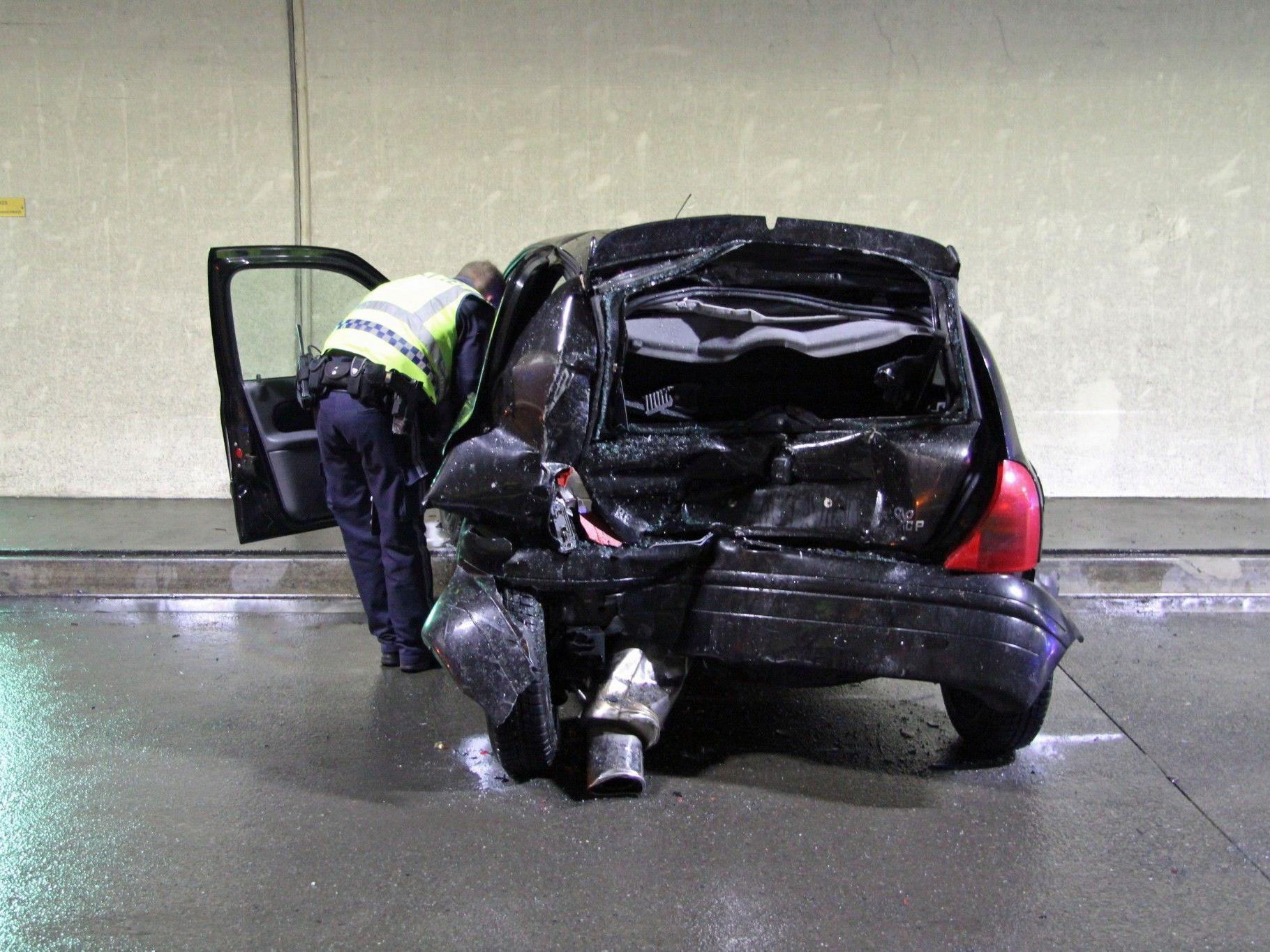 Frau wurde bei Unfall im Pfändertunnel leicht verletzt.