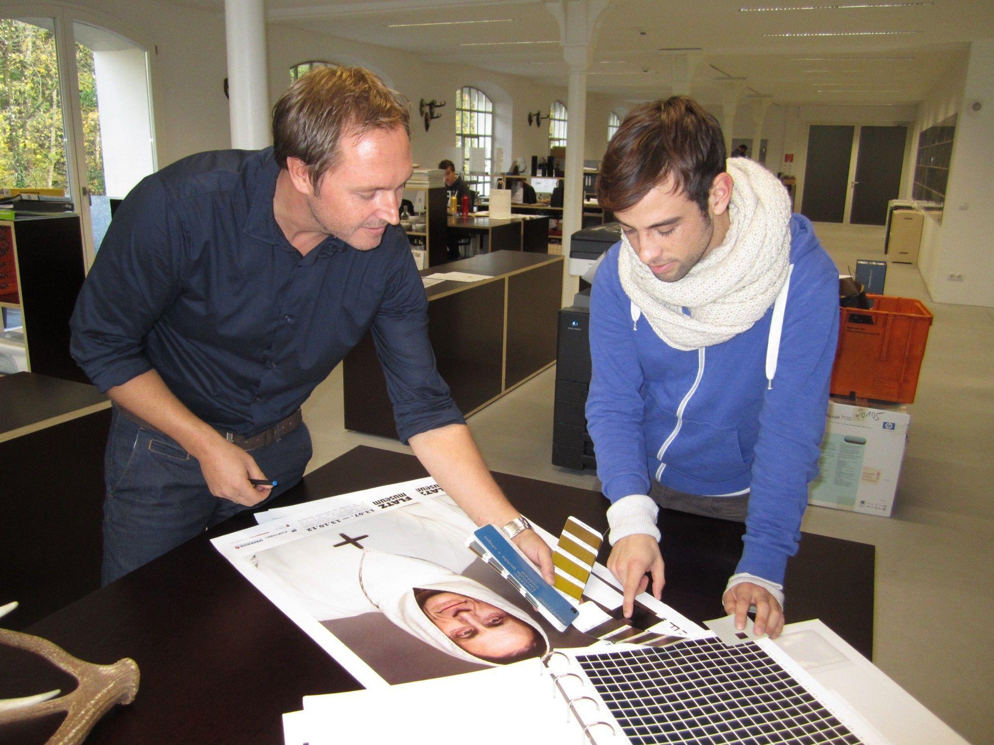Ein gutes Auge und Farbgefühl gehören zu den Grundvoraussetzungen eines Druckvorstufentechnikers.