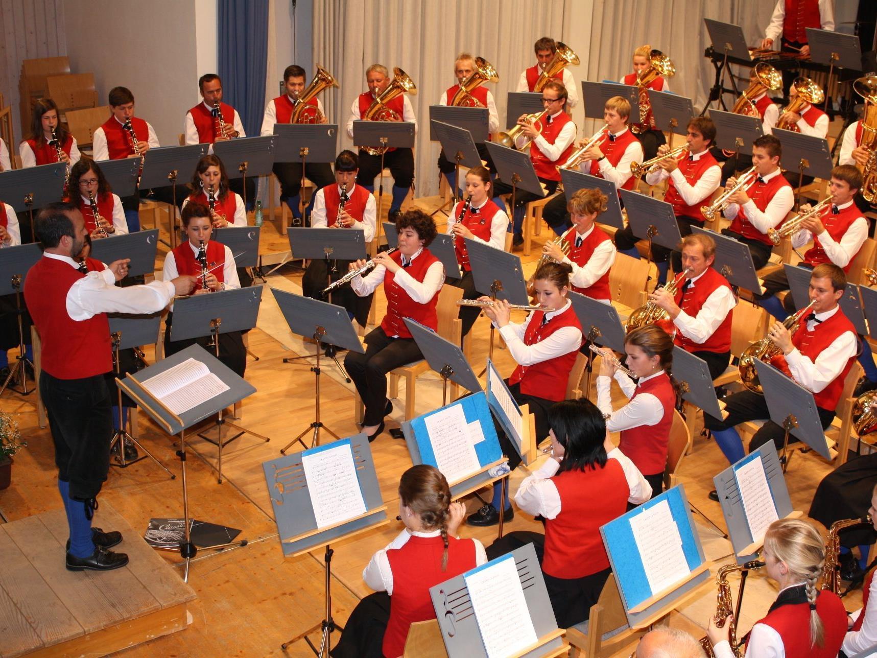 Die Musikanten haben sich intensiv auf das Konzert vorbereitet.