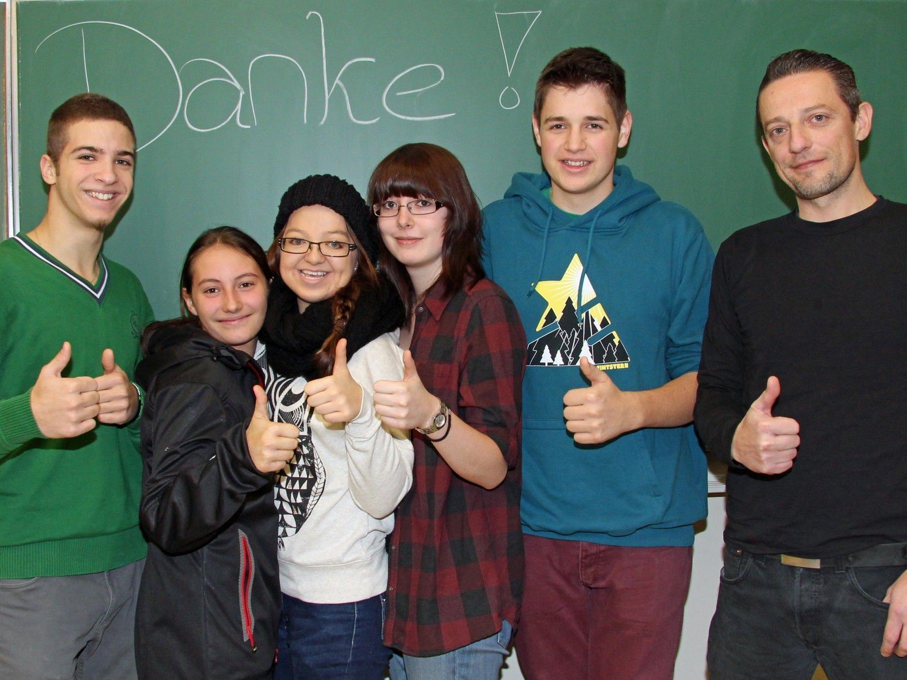 Große Freude bei den Schülerinnen und Schülern der 3 BHF der Tourismusschule Bludenz