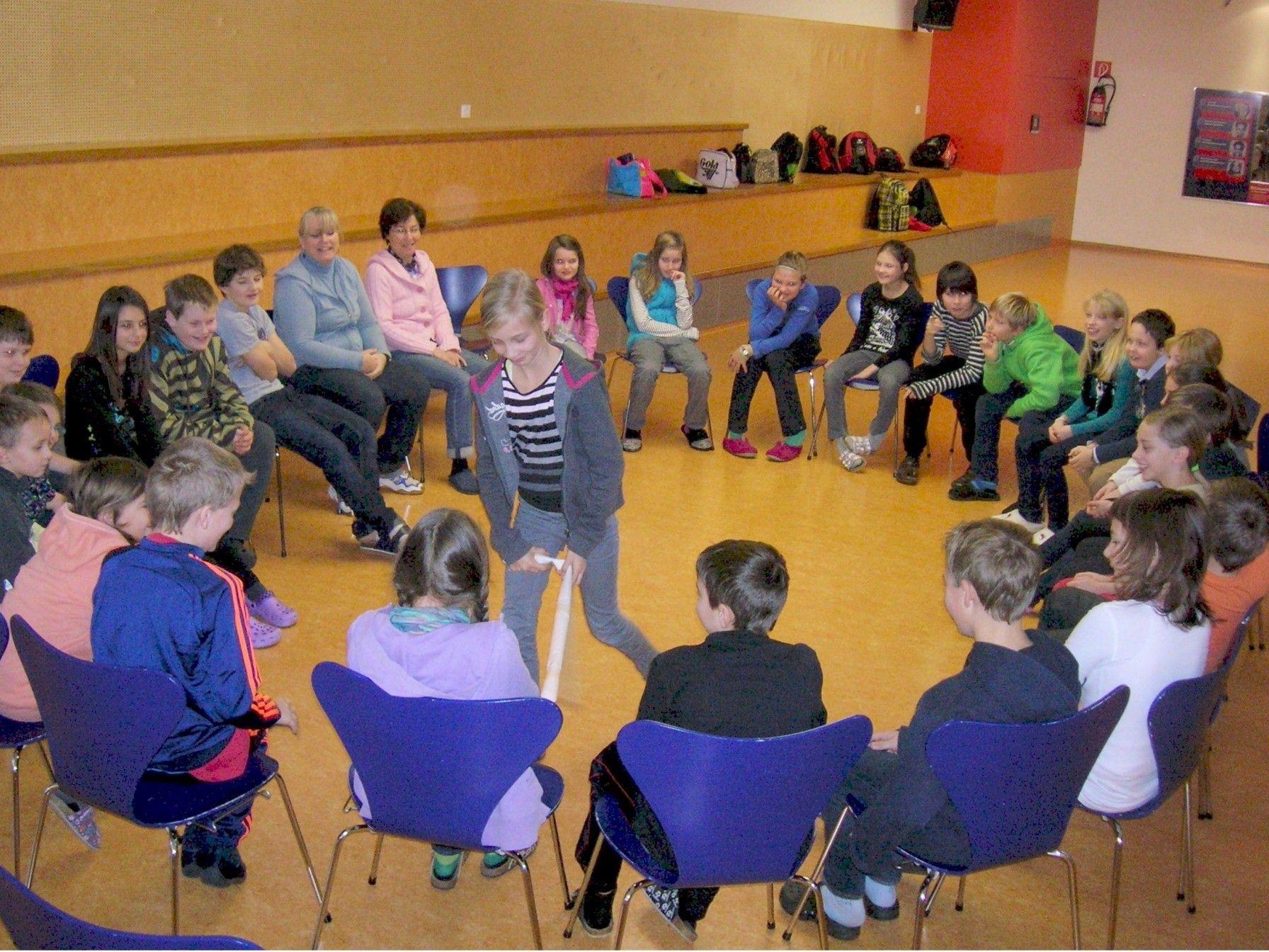 Die Schüler der Mittelschule Innermontafon beim Kennenlerntag im Schulsportzentrum.