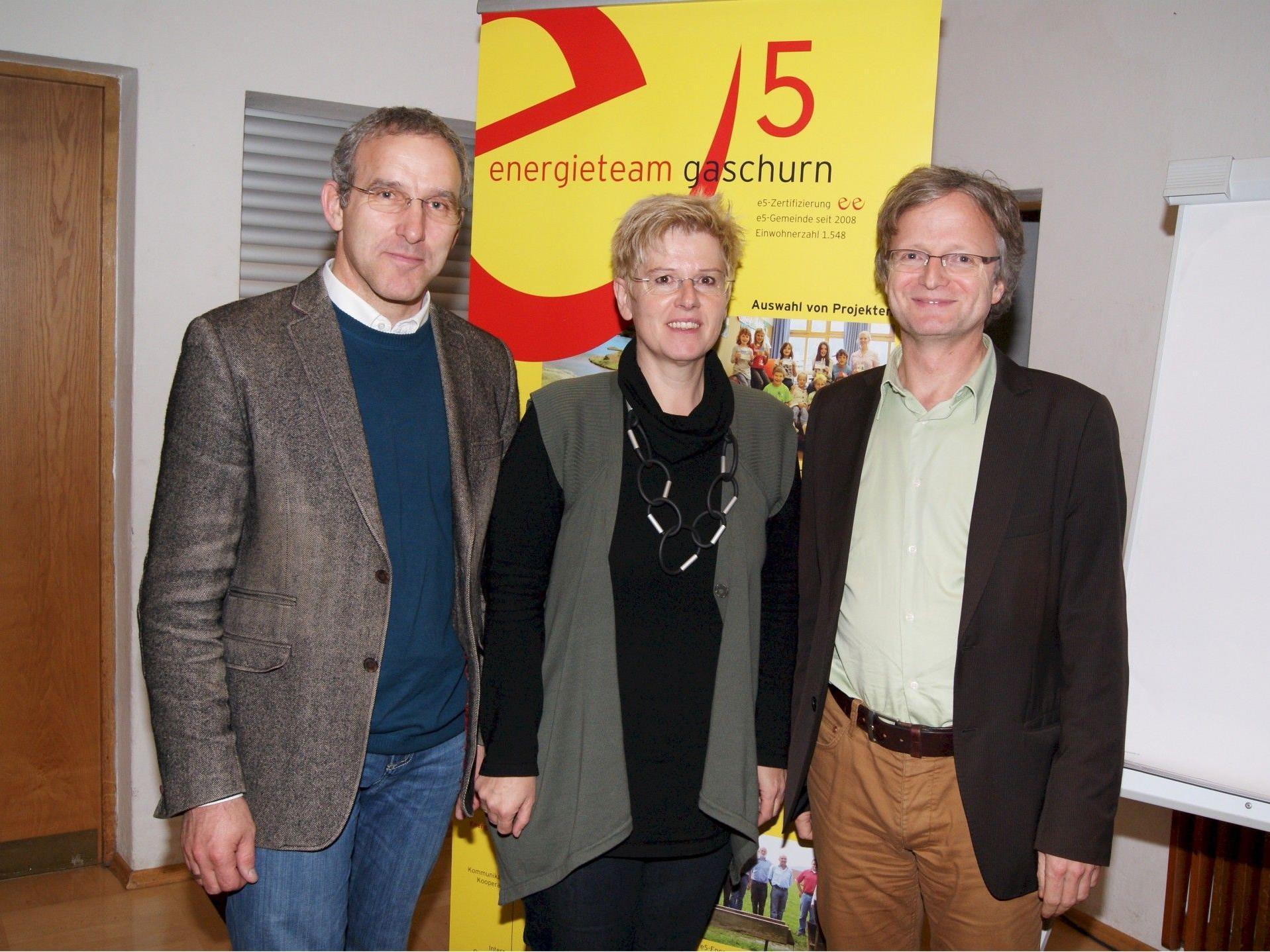 Bürgermeister Martin Netzer (l.) mit Kriemhild Büchel-Kapeller und Adi Groß.