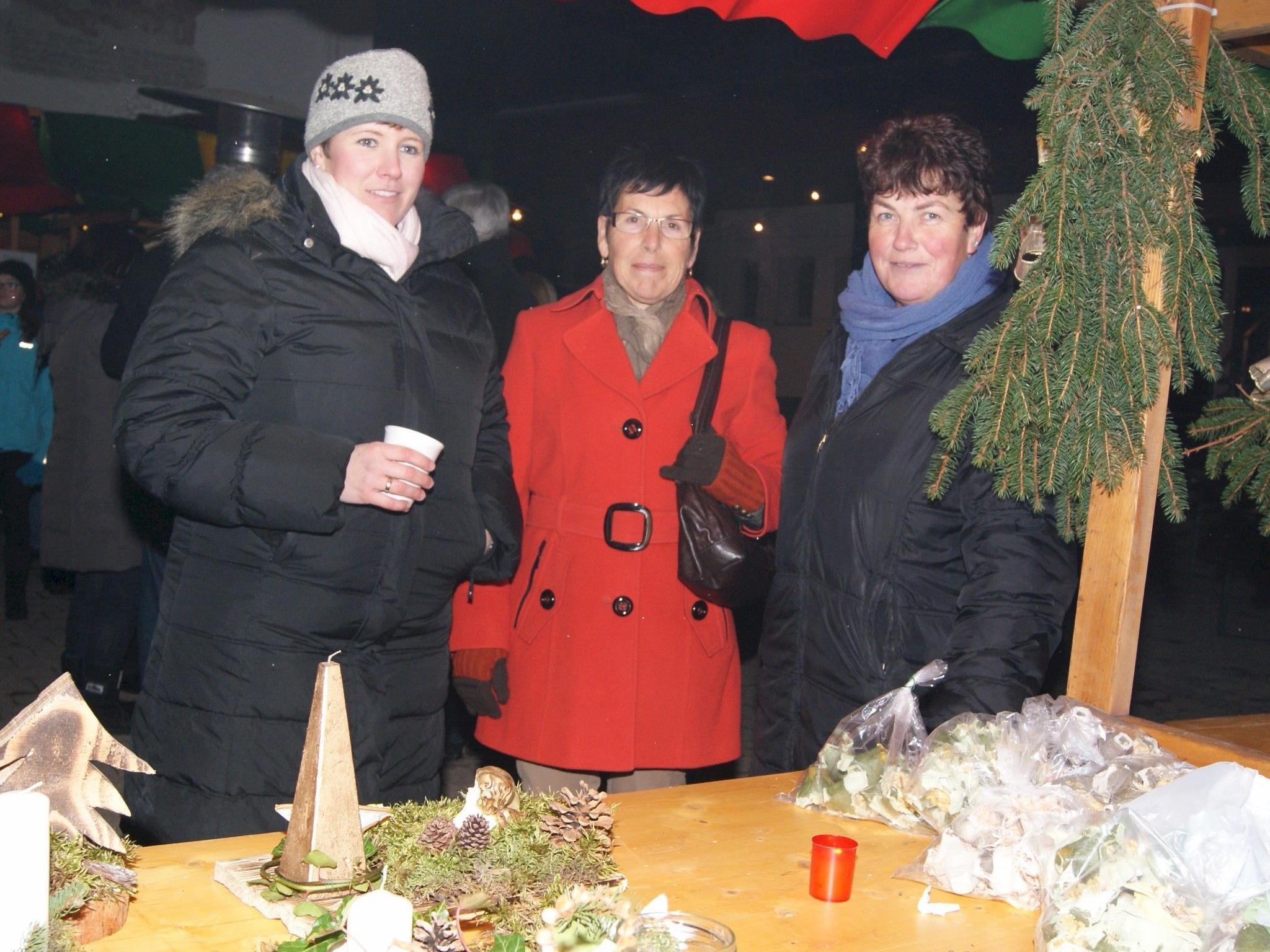 Einheimische und Gäste trafen sich auf dem Klosamarkt in Gortipohl.