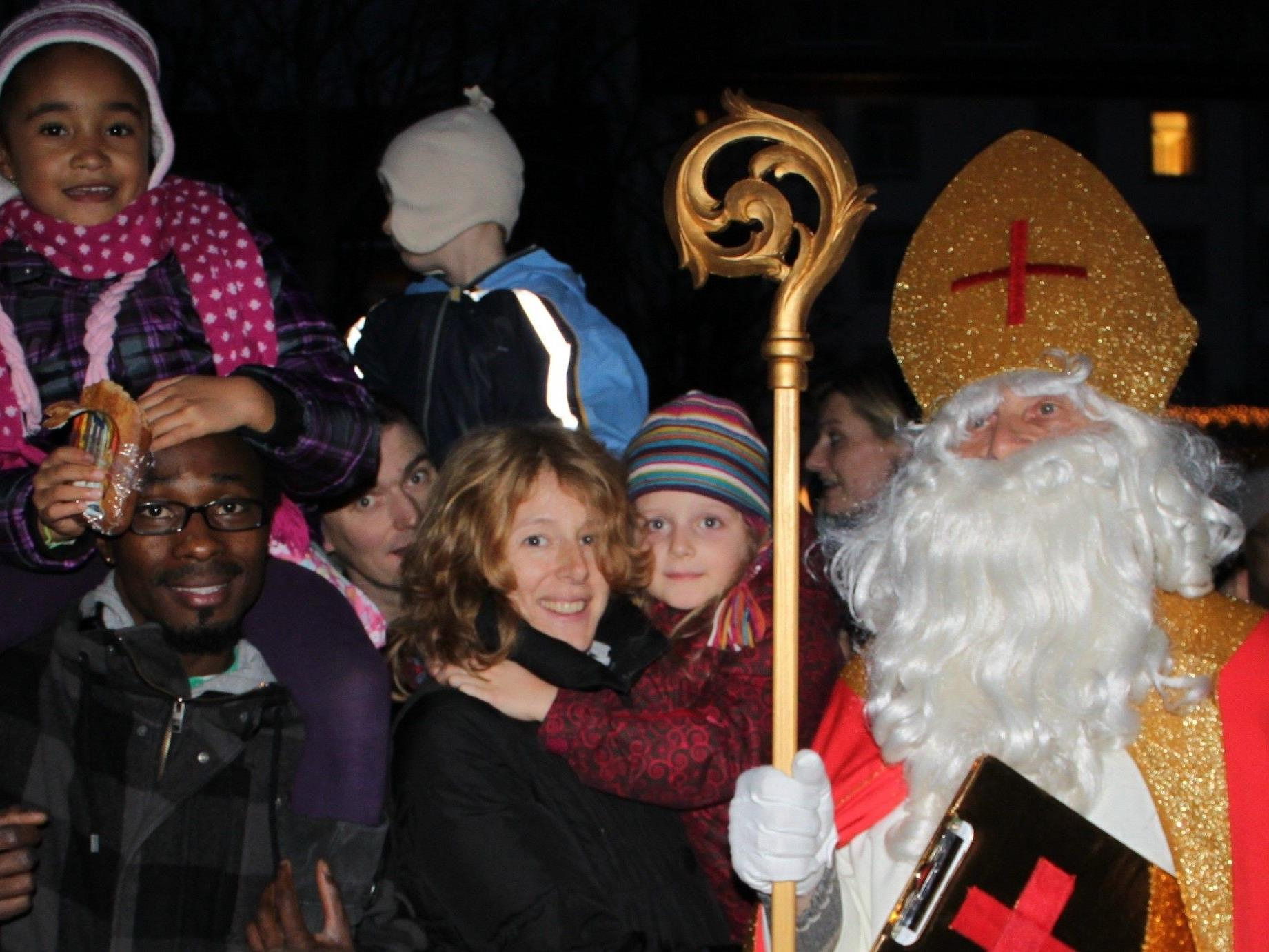 Die Ankunft des Hl. Nikolaus um 16.30 Uhr am Lochauer Landungssteg am Kaiserstrand ist natürlich der besondere Höhepunkt