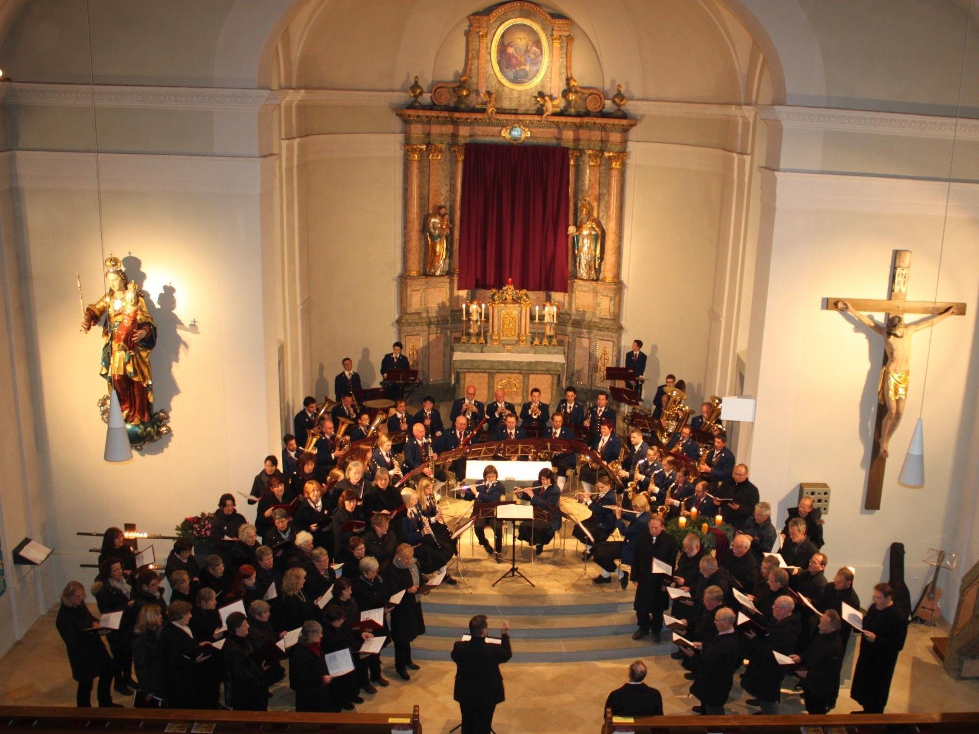 Kirchenkonzert mit dem Musikverein Lochau und den Chören des Liederkranzes Kißlegg im stimmungsvollen Ambiente der Pfarrkirche.