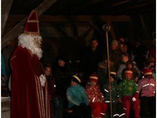 Staunen beim Besuch des heiligen Nikolaus.