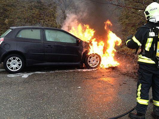 In Hollabrunn stand ein Pkw in Flammen