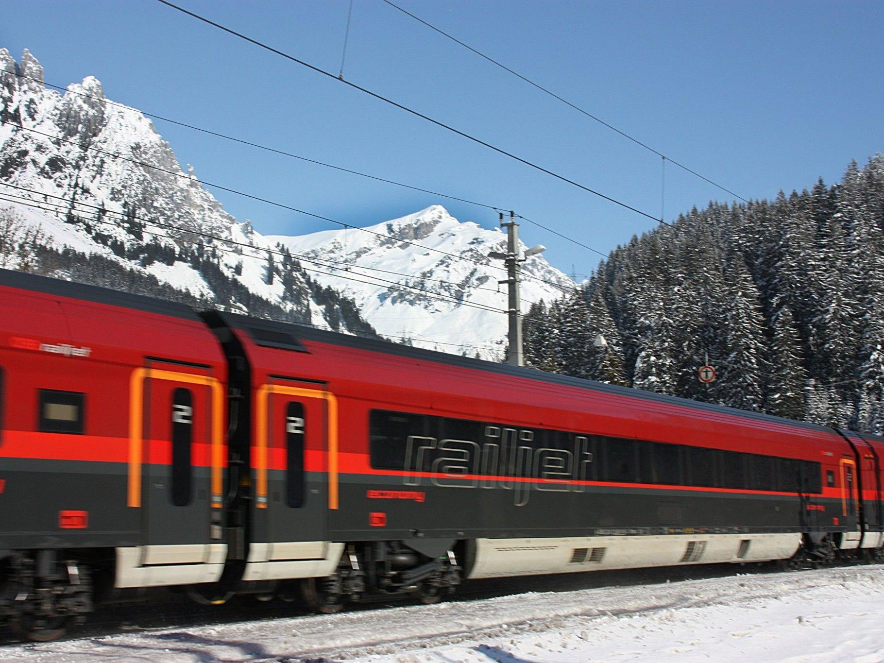 Grüne fordern Ausbau der Arlbergbahnstrecke - ÖBB weist Kritik zurück.