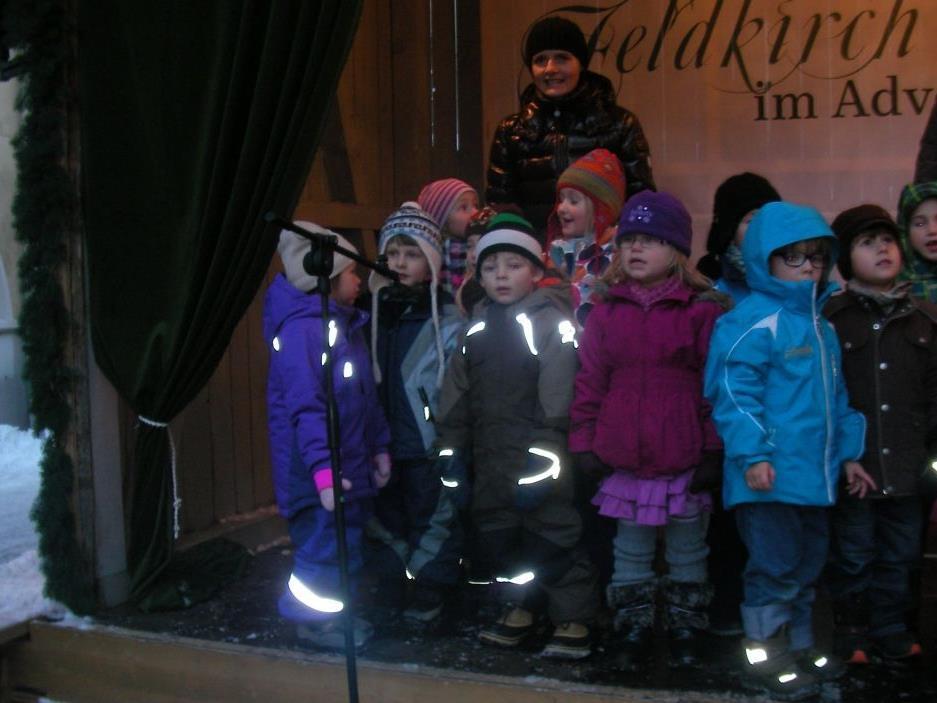 "C.Krumböck mit Kindern der ""Elefantengruppe"" d. Antoniushauses"