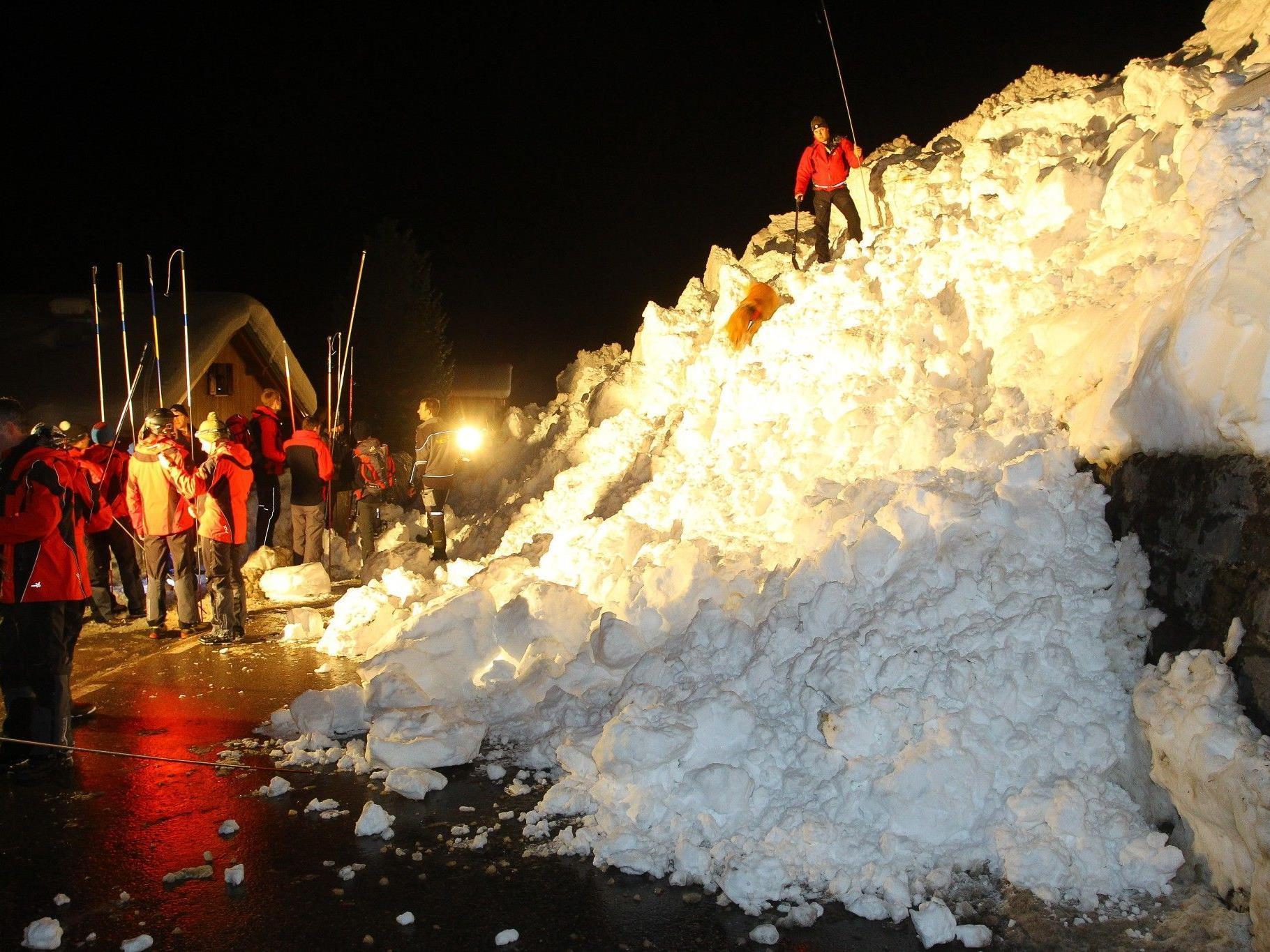 Schneebrett in Sonntag abgegangen: Es konnte Entwarnung gegeben werden.