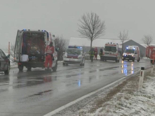 Eine Wienerin wurde bei einem Unfall auf der B4 bei Stockerau schwer verletzt.