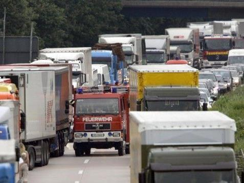 Auf der A4 ereignete sich ein schwerer Unfall, der für Stau sorgte