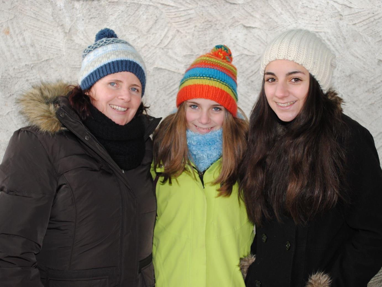 Die Helferinnen trotzten den  eisigen Temperaturen mit einem Lächeln