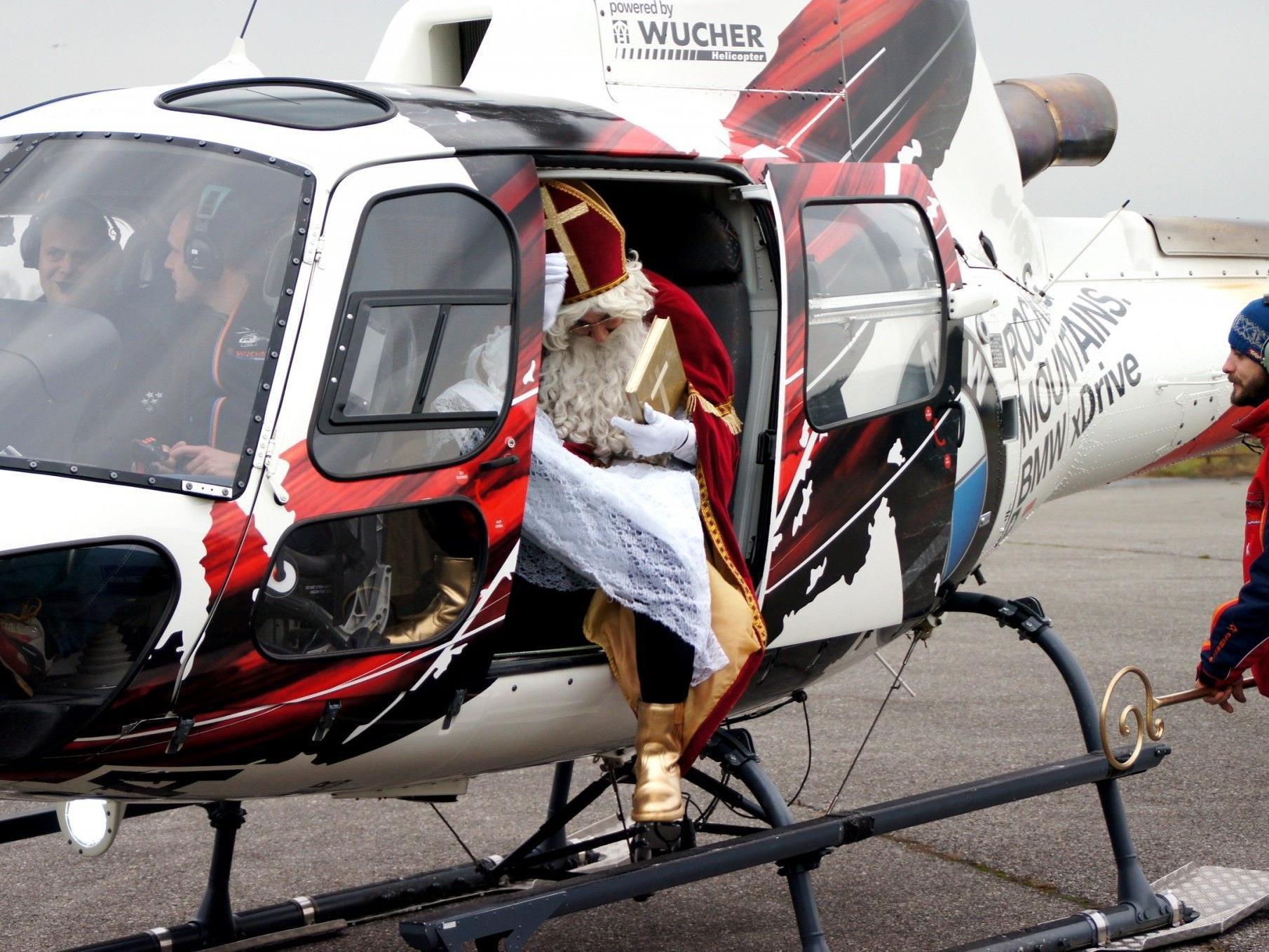 Der Nikolaus kam mit dem Heli angeflogen!