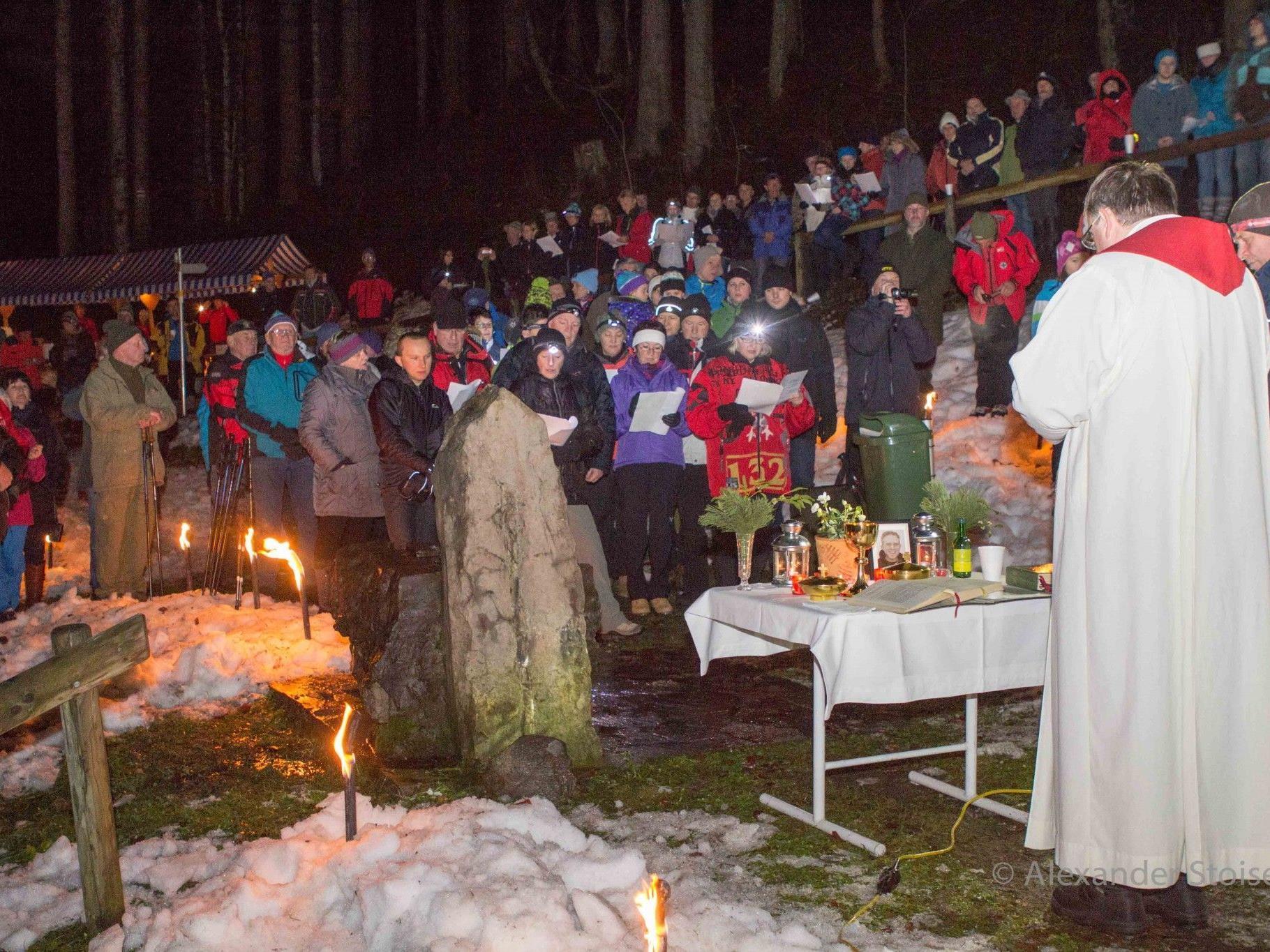 Rund 200 Besucher nahmen an der stimmungsvollen Waldweihnacht auf Ganeu teil.