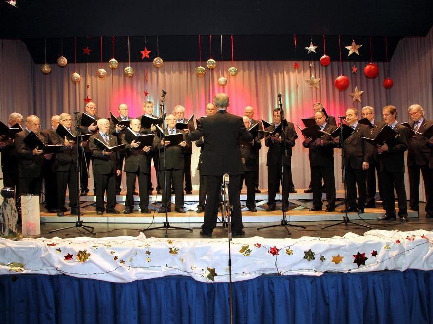 Der Männerchor Muntlix begeisterte das Publikum im vollbesetzten Frödischsaal.