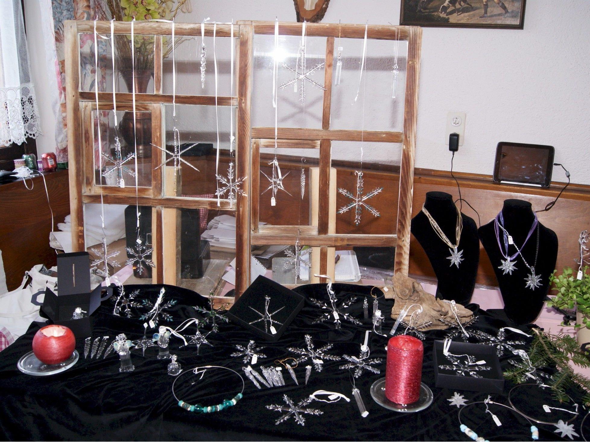 Christa und Werner Hammer präsentierten ihre Glasarbeiten.