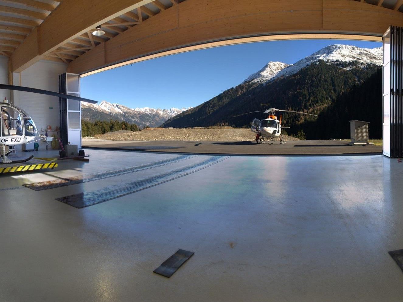 Die moderne Hangarhalle wurde pünktlich zur Wintersaison fertig.