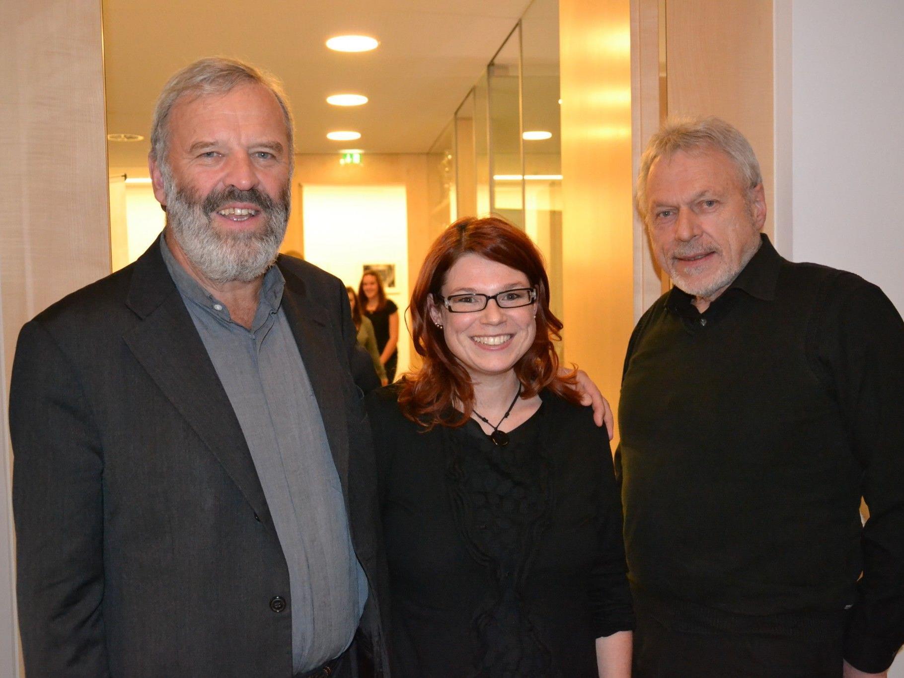 Verleihung des XO Jugendpreises an das BORG Götzis: (v.l.) Pater Georg Sporschill, Claudia Amann & Jose Oberhauser