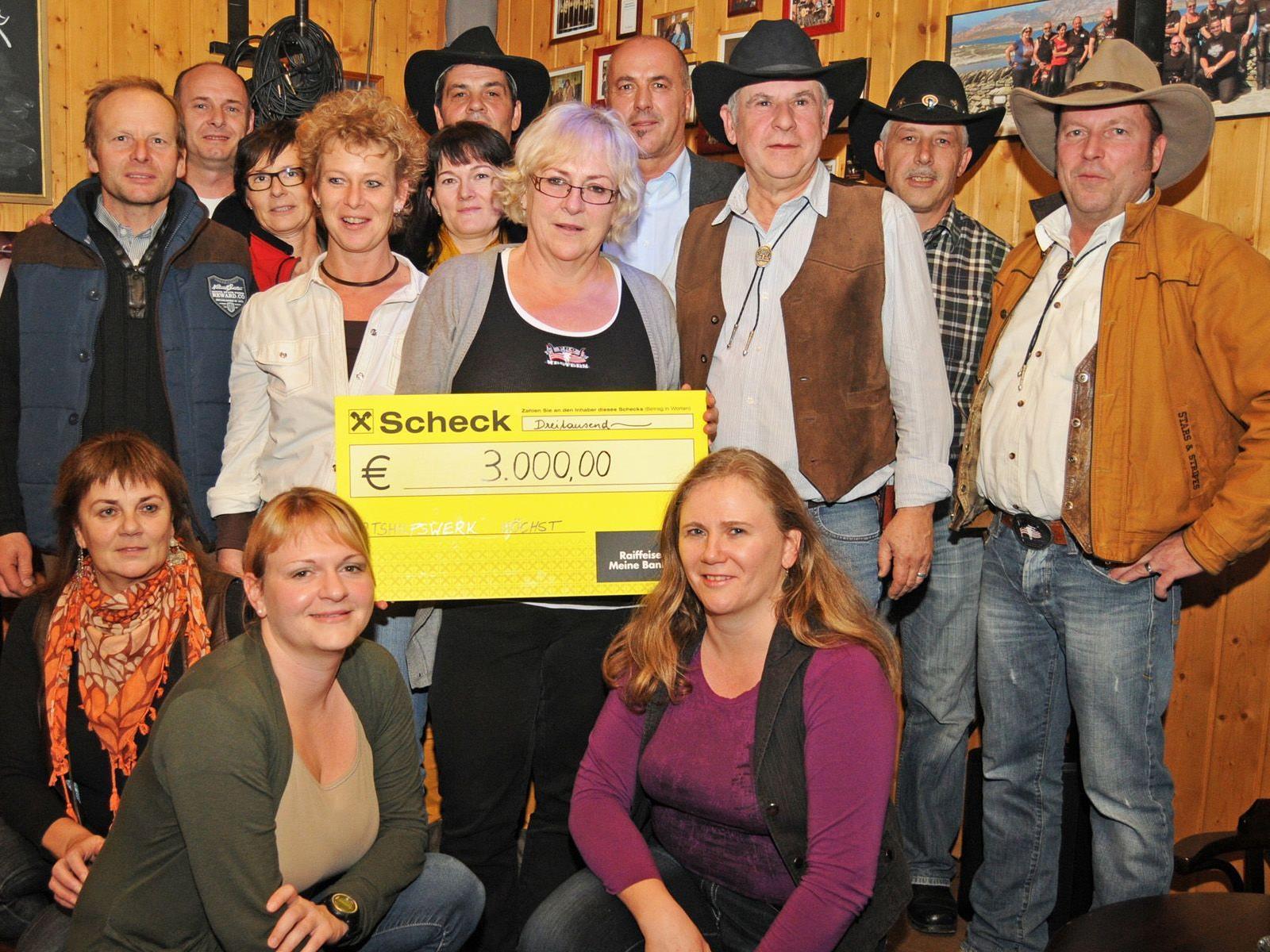 Pro Western Höchst spendete 3.000,- Euro für das Ortshilfswerk der Gemeinde.