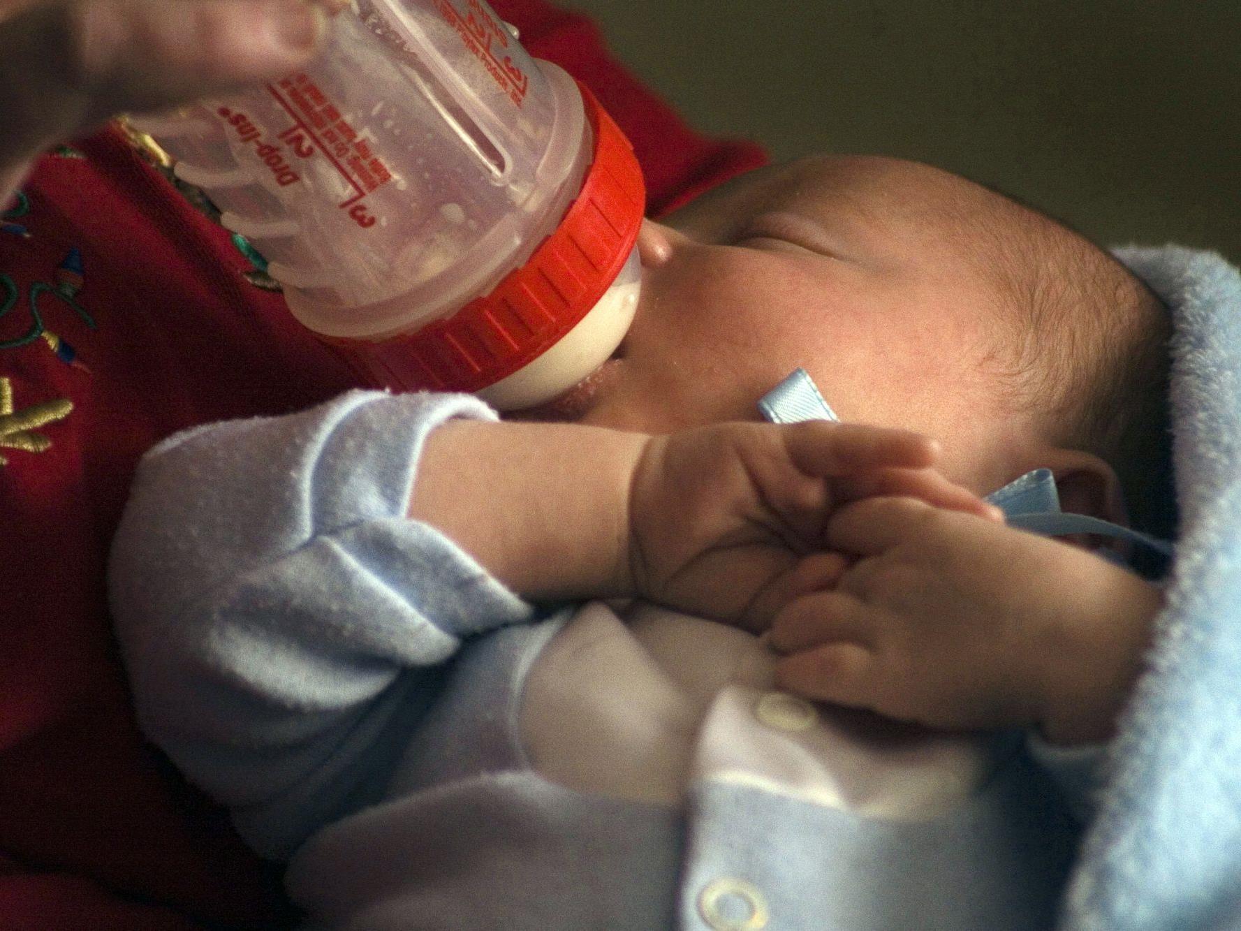 Babyfläschchen im Test: Alle Produkte BPA-frei, aber weitere krebsverdächtige Chemikalie gefunden.