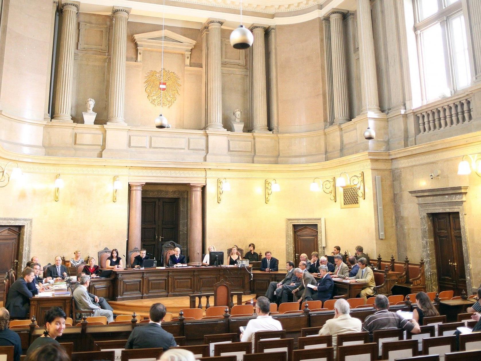Das Urteil im Großen Schwurgerichtssaal wird für Dienstag erwartet.