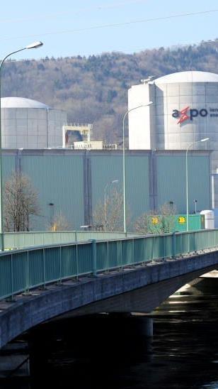 Die Schweizerische Industrie will an den Atomkraftwerken (Bild: Beznau) festhalten.