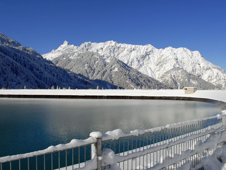 Stausee Latschau gegen Vandanser Steinwand und Zimba (2.643 m)