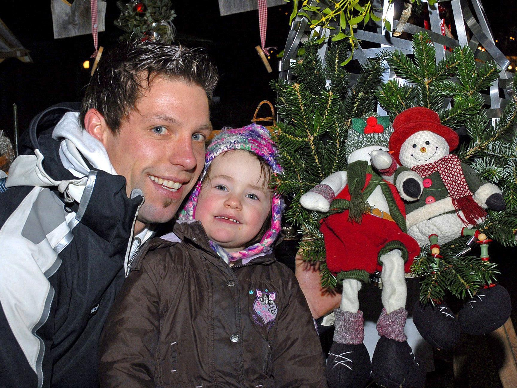 Traditionell an Mariae Empfängnis trifft sich Jung und Alt beim Tschaggunser Weihnachtsmarkt.