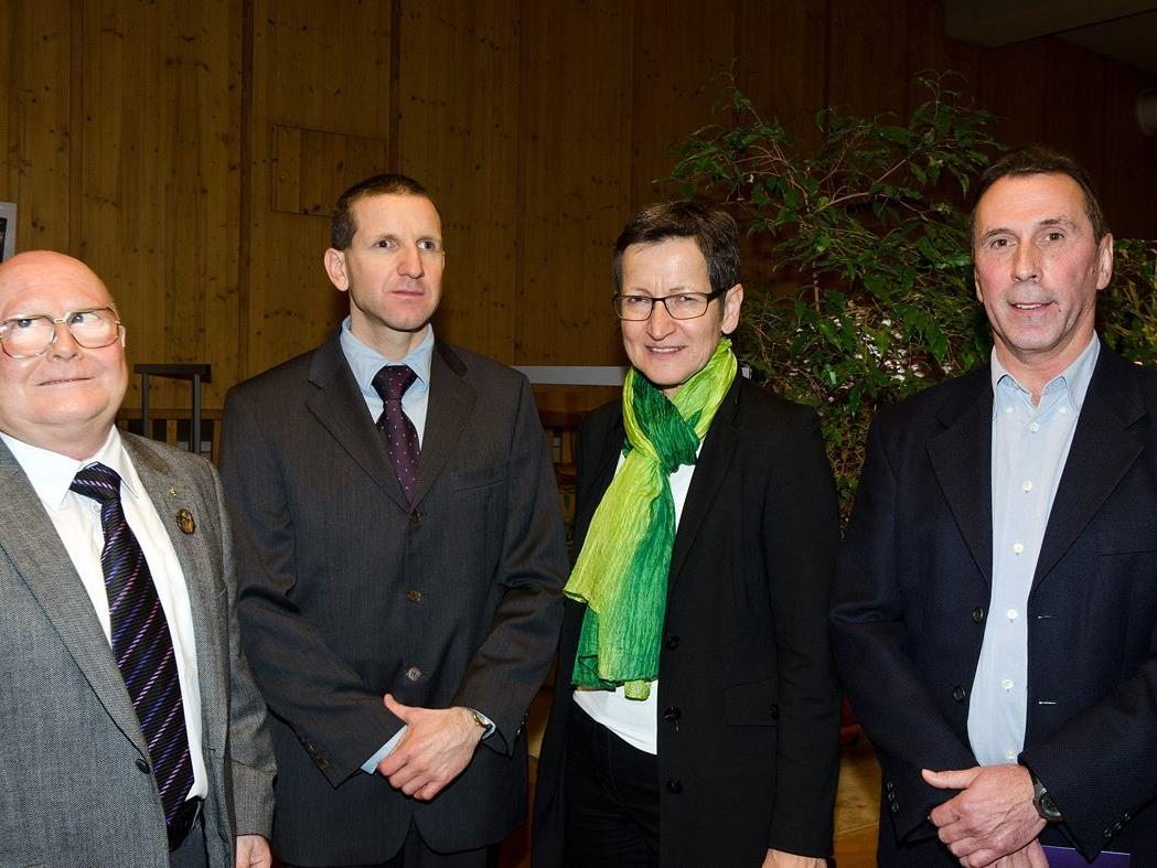 Ehrenobmann Manfred Schuler, Obmann Ritter, LR Schmid und Erholungszentrumsleiter Berger.
