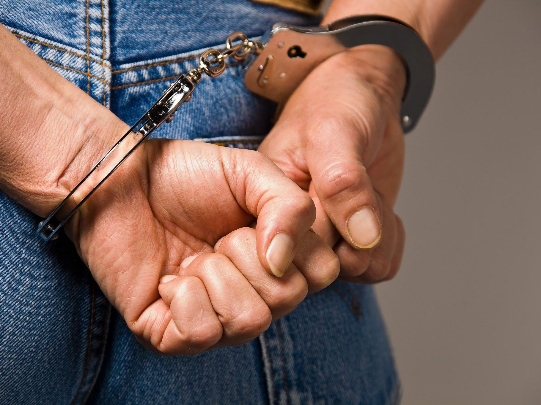 Drei Männer wurden bereits im März verhaftet, zwei Komplizen sind weiter flüchtig.