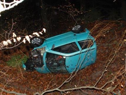 Der Lenker des Mopedautos wurde bei dem Unfall schwer verletzt.