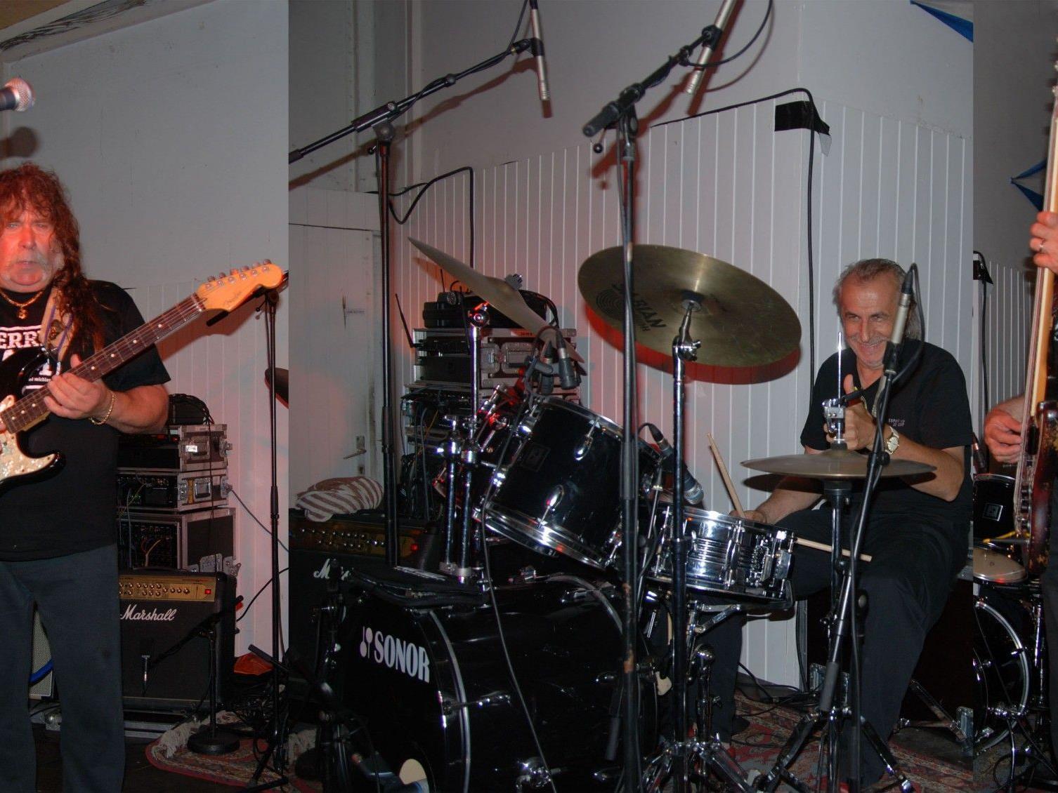 The Ferry Jam Bluesband mit Walter Batruel, Martin Hämmerle und Barney Fischer.