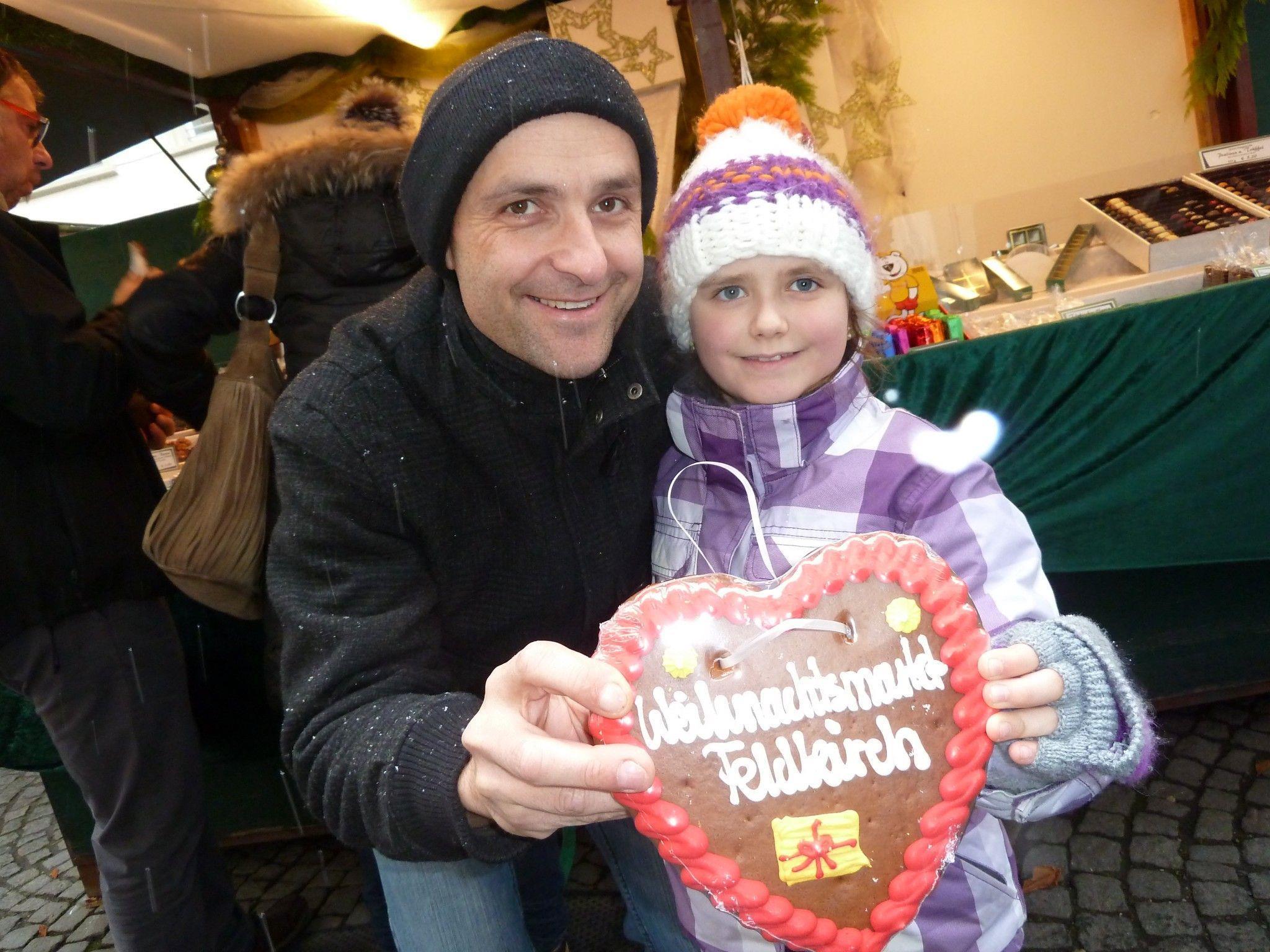 Gerne stattete auch Marie-Christin mit Papa Mario dem Weihnachtsmarkt einen Besuch ab.