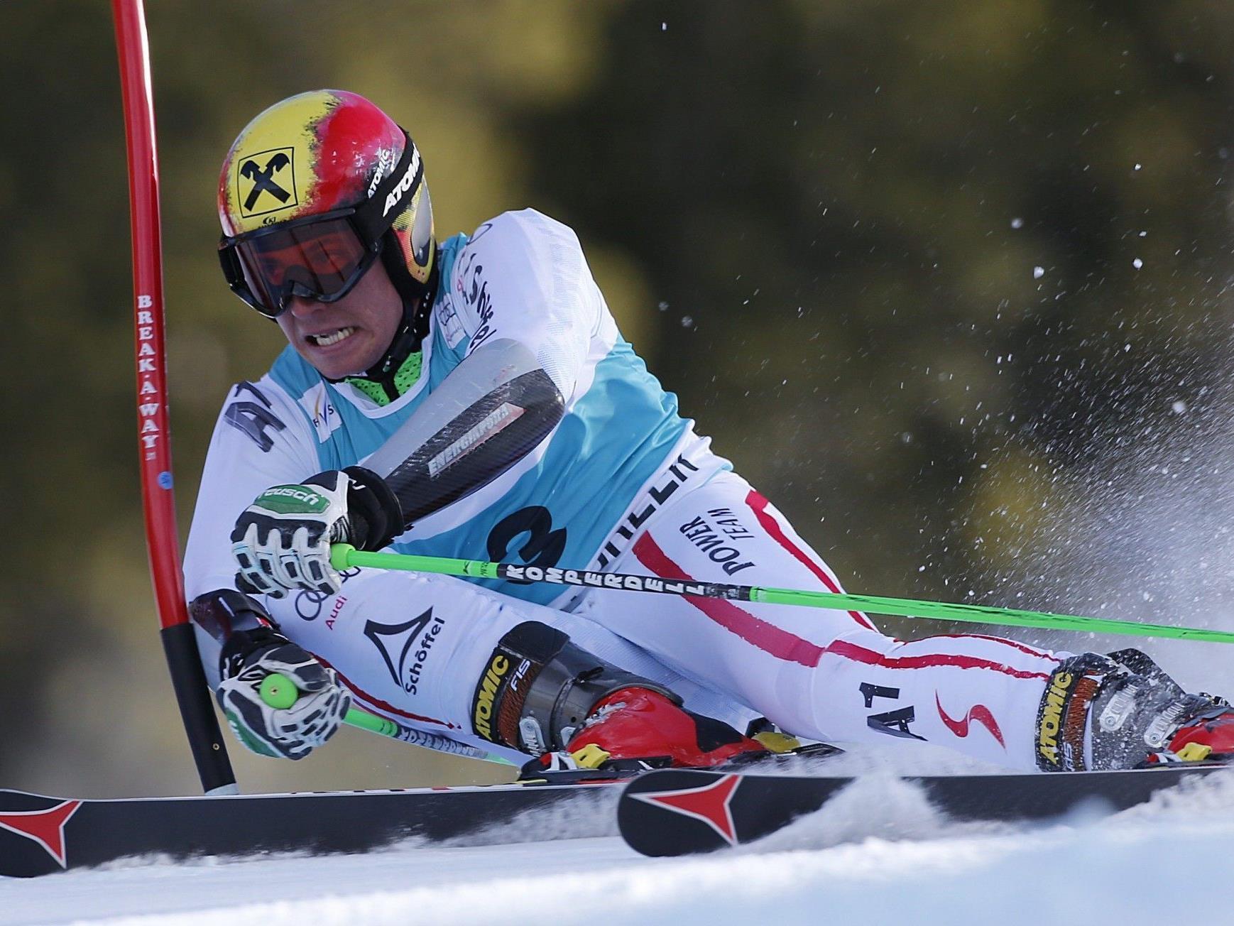 Sieben ÖSV-Rennläufer versanken auf Weg nach Val d'Isere im Schneechaos.