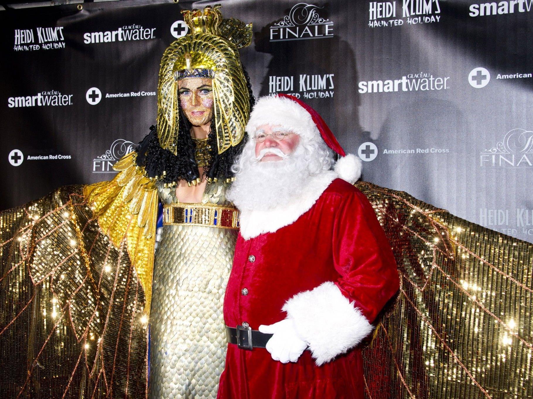 Heidi präsentierte sich in einem goldglitzernden Kleopatra-Kostüm.